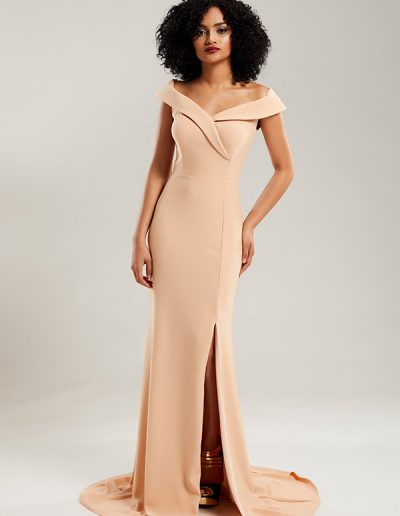 56.vestido-largo-nude-corte-pierna-del