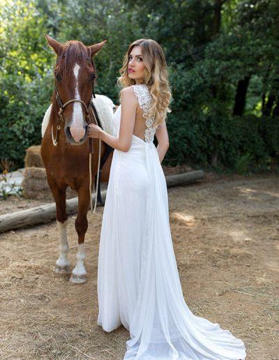 Vestido-de-novia-con-detalle-encaje-en-espalda