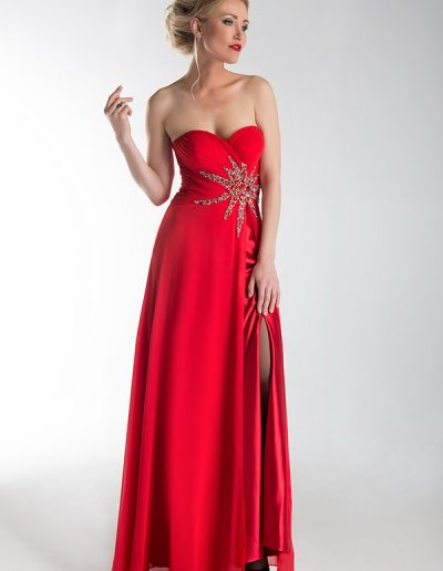 Vestido-largo-rojo-detalle-pedreria-en-la-cintura