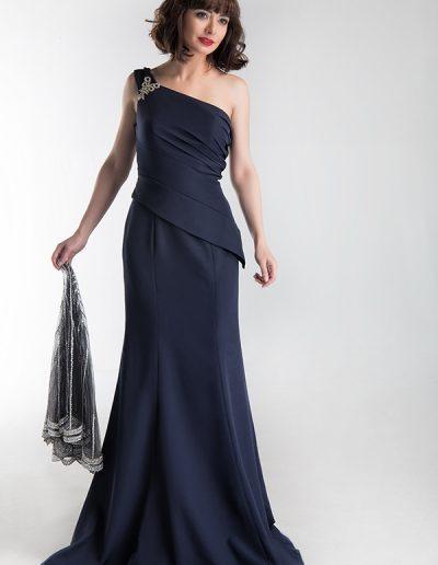 falda-y-cuerpo-azul-marino