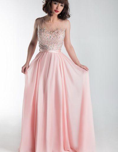 vestido-largo-rosa-con-cuerpo-pedreria