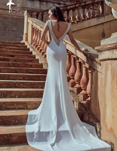 Vestido de novia con escote V en la espalda