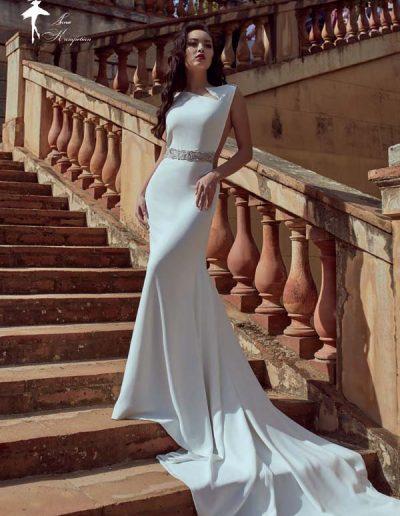 Vestido de novia con aberturas en el cuerpo