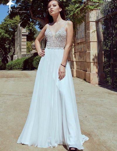 Vestido de novia de cuerpo bordado y falda lígera