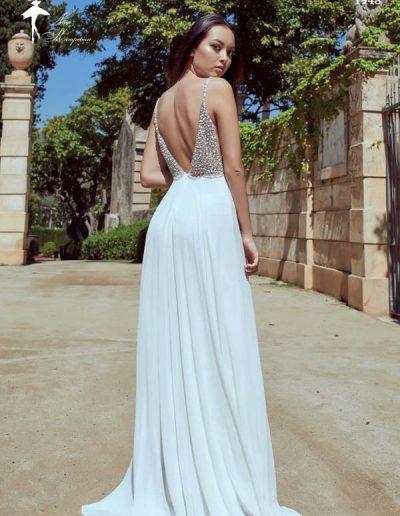Vestido de novia con cuerpo bordado y falda lígera