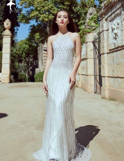 Vestido de novia con pedrería bordada
