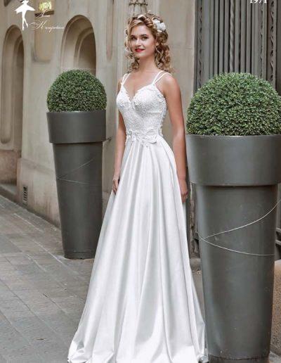 Vestido de novia cuerpo ajustado y falda con vuelo